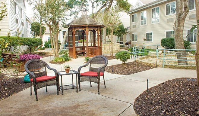 brookdale-spicewood-springs-6-courtyard