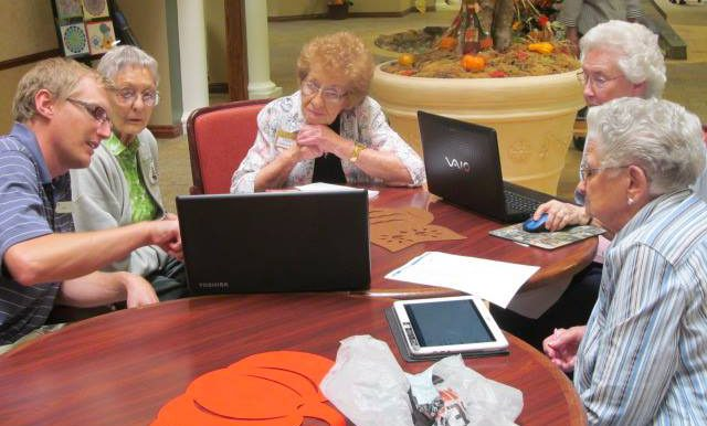 senior_living_omaha_ne_walnut_grove_computers